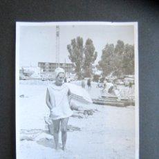 Fotografía antigua: AÑO 1963. LA ALBUFERETA. ALICANTE. ANTIGUA FOTOGRAFÍA. 10,5 X 7,5 CM. . Lote 176822277