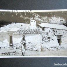 Fotografía antigua: AÑO 1932. GRANADA. CUEVAS DE GITANOS. ANTIGUA FOTOGRAFÍA. 11,3 X 7 CM. . Lote 176822863