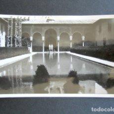 Fotografía antigua: AÑO 1932. GRANADA. PATIO DE ARRAYANES. ANTIGUA FOTOGRAFÍA. 11,3 X 7 CM. . Lote 176823082