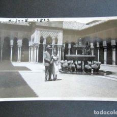 Fotografía antigua: AÑO 1932. GRANADA. PATIO DE LOS LEONES. ANTIGUA FOTOGRAFÍA. 11,3 X 7 CM. . Lote 176823257