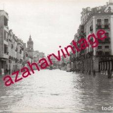 Fotografía antigua: SEVILLA, 1961, RIADA DEL TAMARGUILLO, CALLE RECAREDO, ESPECTACULAR, FOT.SANTANA, 14X9 CMS. Lote 176936925