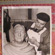 Fotografía antigua: 1943-ESCULTOR URBICI SOLER.FERRAN.LLEIDA.BUSTO DE ENRIQUE ALFÉREZ.MÉXICO.FOTO ORIGINAL.GRANDE 23X18. Lote 176975689