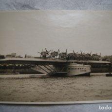 Fotografía antigua: HIDROAVION DORNIER EN A CORUÑA FOTO BLANCO 1930 16.5 X 11.5 CM. Lote 177182218