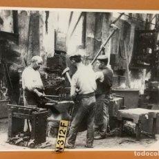 Fotografía antigua: FOTO ARCHIVO IMH BARCELONA FORJADORES MAQUINISTA FEDERICO BALLELL AB-0545. Lote 177254427