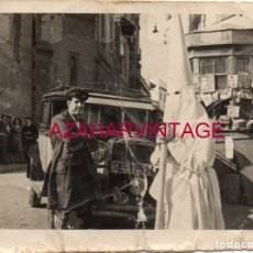 Fotografía antigua: SEMANA SANTA SEVILLA, 1949, ESCENA DE COFRADIA, TAXI,80X60MM. Lote 177298660