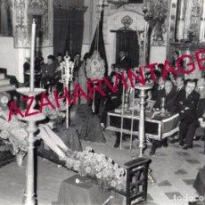 Fotografía antigua: SEMANA SANTA SEVILLA,CULTOS AL ANTIGUO CRISTO DE LAS CINCO LLAGAS, LA TRINIDAD, 240X180MM. Lote 177510757