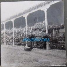 Fotografía antigua: 1904,CAZA REAL PARA LOS POBRES, PATIO CASTILLO DUQUE DE ORION, MALPICA DE TAJO,8X8 APROX.. Lote 177531469