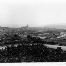 Fotografía antigua: FOTOGRAFIA=VISTA PANORAMICA DE MALAGA=TOMADA DESDE LA SUBIDA POR LA CARRETERA DE COLMENAR .. Lote 177691353