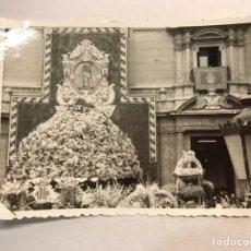 Fotografia antiga: VALENCIA. FALLAS. OFRENDA DE FLORES. FOTOGRAFÍA ANTIGUA DE PEQUEÑO TAMAÑO (H.1950?). Lote 178145260