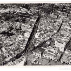Fotografía antigua: JEREZ DE LA FRONTERA.(CÁDIZ).- FOTO AÉREA DEL PUEBLO. FOTO T.A.F. 24,5X18.. Lote 178661147