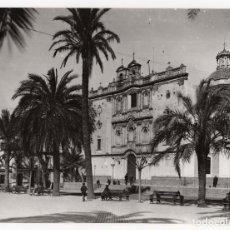 Fotografía antigua: HUELVA.- PLAZA DE LA MERCED. FOTO SOBRINO L.ROISIN. 24X17,5.. Lote 178665586