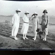 Fotografía antigua: NEGATIVO FOTOGRAFIA PERSONAS EN PLAYA COLONIA INGLESA PRINCIPIO DEL SIGLO XX. Lote 178743806