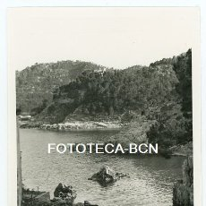 Fotografía antigua: FOTO ORIGINAL AIGUABLAVA CALA BARCAS DE PESCADORES BEGUR COSTA BRAVA AÑO 1956. Lote 178949442