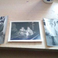 Fotografía antigua: LOTE 3 FOTOS DE 2 HERMANAS CON DOS UNIFORMES DISTINTOS DE COLOGIO Y EN LOS COCHES LOCOS DE LA FERIA . Lote 179071267