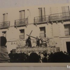 Fotografía antigua: ANTIGUA FOTOGRAFIA CRISTO PASO SEMANA SANTA SEVILLA AÑOS 60. Lote 179200091