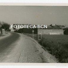 Fotografía antigua: FOTO ORIGINAL CANDASNOS ENTRADA A LA POBLACION HUESCA AÑO 1952. Lote 179217357