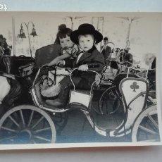 Fotografía antigua: MINUTERO DE FOTOGRAFO DE FERIA: NIÑOS FLAMENCOS EN EL TIOVIVO. Lote 180032946