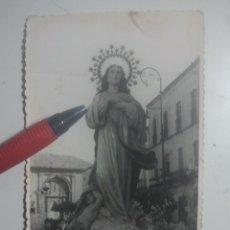 Fotografía antigua: BAEZA, JAÉN - IMAGEN EN PROCESIÓN A SU PASO POR CARDENAL BENAVIDES - ANTIGUA FOTO DE CRISTÓBAL. Lote 180207433