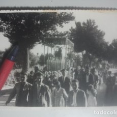 Fotografía antigua: ROMERÍA DE LA YEDRA ( BAEZA, JAÉN ) MAGNÍFICA FOTOGRAFÍA - PROCESIÓN, CARRETA CON IMAGEN Y ROMEROS. Lote 180208831