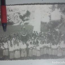 Fotografía antigua: ROMERÍA DE LA YEDRA ( BAEZA, JAÉN ) ANTIGUA FOTO - NIÑAS ANTE LA VIRGEN - CRISTÓBAL CRUZ, FOTÓGRAFO. Lote 180209652