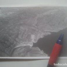 Fotografía antigua: EMBALSE DE BUENDÍA, GUADALAJARA - VISTA AÉREA - ANTIGUA FOTOGRAFÍA ORIGINAL - 1964. Lote 180230787