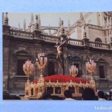 Fotografía antigua: SEMANA SANTA SEVILLA. CRISTO DE LAS MISERICORDIAS, STA. CRUZ. AÑOS 80. 15 X 20 CM.. Lote 180943496