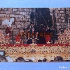 Fotografía antigua: SEMANA SANTA SEVILLA. CRISTO DE LA VICTORIA, LA PAZ . AÑOS 80. 15 X 20 CM.. Lote 180947075