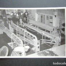 Fotografía antigua: ANTIGUA FOTOGRAFÍA FÁBRICA DE CARAMELOS DE LA ONCE. VISTA INTERIOR DE LA FÁBRICA. AÑO 1953, MADRID. . Lote 181547931