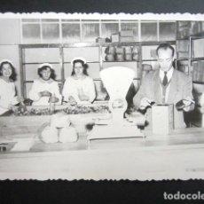 Fotografía antigua: ANTIGUA FOTOGRAFÍA FÁBRICA DE CARAMELOS DE LA ONCE. DESPACHO VENTA AL PÚBLICO. AÑO 1952, MADRID.. Lote 181549055