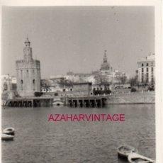 Fotografía antigua: SEVILLA, 1959, RIO GUADALQUIVIR Y TORRE DEL ORO, 72X102MM. Lote 182311298