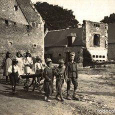 Fotografía antigua: WARTIME CHILDREN ENFANTS KIDS NIÑOS KINDEREN 23*17CM FONDS VICTOR FORBIN 1864-1947. Lote 183044281