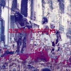 Fotografía antigua: SEMANA SANTA SEVILLA, 1991, NTRO.PADRE JESUS ATADO A LA COLUMNA, LAS CIGARRERAS,15X10 CMS. Lote 183313306
