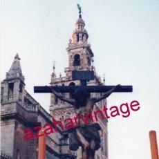 Fotografía antigua: SEMANA SANTA SEVILLA, CRISTO DE LA BUENA MUERTE , LOS ESTUDIANTES, 10X15 CMS. Lote 183316781
