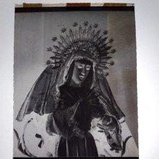 Fotografía antigua: DOS HERMANAS SEVILLA ANTIGUO CLICHÉ DE NTRA MADRE Y SRA DE LOS DOLORES NEGATIVO EN CRISTAL. Lote 183477443