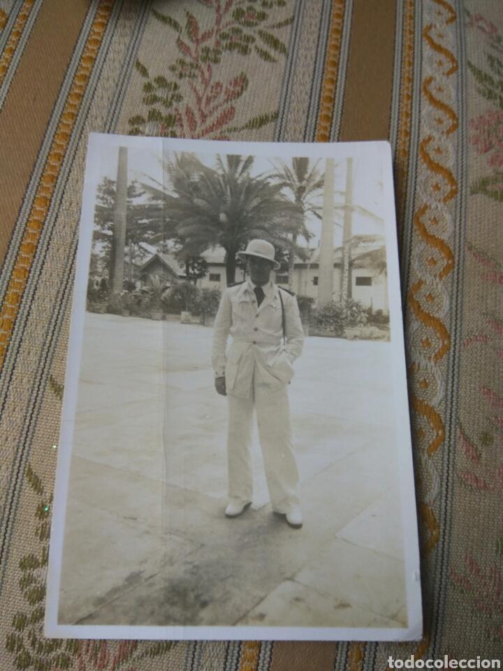 FOTO MILITAR GUINEA OFICIAL MILITAR ESPAÑOL VER FOTO ADIC. CON RESEÑA ESCRITA (Fotografía Antigua - Fotomecánica)