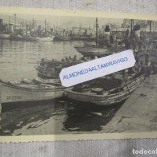 Fotografía antigua: VIGO RIBERA DEL BERBES - PUERTO DESCARGA PESCADO FOTO ORIGINAL DE BENEDICTO CONDE BENE 18X12CM +. Lote 184038467