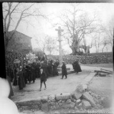 Fotografía antigua: NEGATIVO CELULOIDE PROCECESION RELIGIOSA EN PUEBLO. 1920-30 A IDENTIFICAR. Lote 184102142