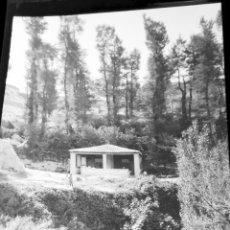 Fotografía antigua: LOTE 2 NEGATIVOS CELULOIDE 1920-30 A IDENTIFICAR. ANTIGUO LAVADERO Y FUENTE.. Lote 184779285