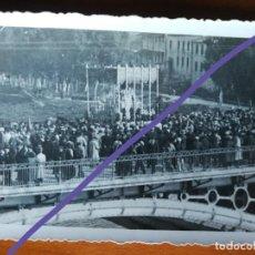Fotografía antigua: FOTOGRAFÍA ANTIGUA. PROCESIÓN DE SEMANA SANTA. FOTO SERRANO. SEVILLA.. Lote 184855871