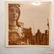Fotografía antigua: VALENCIA. FALLAS FOTOGRAFÍA CALLEJEANDO LA CIUDAD. PLAZA DEL AYUNTAMIENTO? (A.1974). Lote 185751307