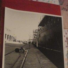 Fotografía antigua: ANTIGUA FOTOGRAFIA.MUELLE PONIENTE.ZONA FRANCA.CADIZ. FOTO PORTILLO MADRID.1957. Lote 185753262