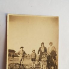 Fotografía antigua: FAMILIA, FAMILLE, FAMILY, 1928 BARRIO MALVIN, MONTEVIDEO URUGUAY. Lote 186279188