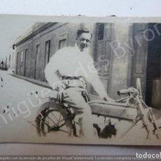 Fotografia antica: FOTOGRAFÍA ANTIGUA ORIGINAL. MOTO ANTIGUA MERKO. CANARIAS. AÑOS 20. (6,5 X 4,5 CM). Lote 190222285