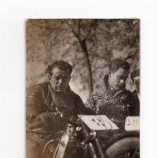 Fotografía antigua: MADRID.- CAMPEÓN DE MOTOS. FOTO ALMAZAN. 10,5X16,5.. Lote 190342116