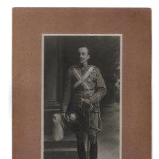 Fotografía antigua: FOTOGRAFÍA CUADRO ALFONSO XIII. 21,5 X 32.. Lote 190426268