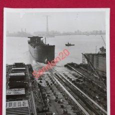 Fotografía antigua: FOTOGRAFIA BULKCARRIER KING CHARLES. FACTORIA DE MATAGORDA PARA LA CIA INGLESA CAYZER IRVINE CO. Lote 191109661