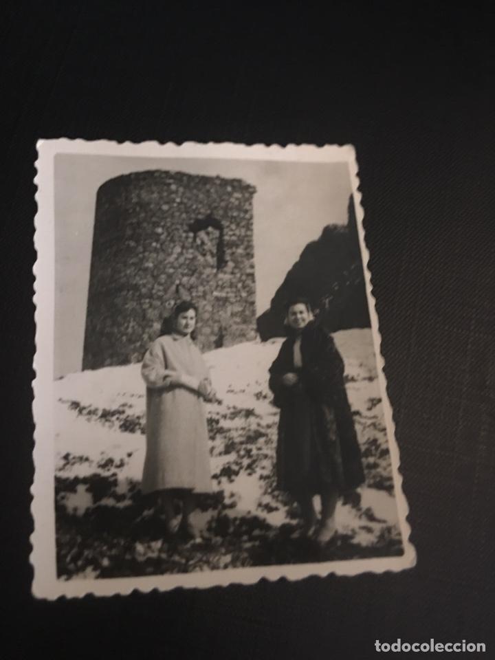 FOTOGRAFIA ESTUDIO CENCERRADO - AZUAGA - CORDOBA - AMIGAS EN LA NIEVE - 6X7.8CM (Fotografía Antigua - Fotomecánica)