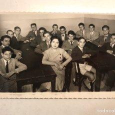 Fotografía antigua: VALENCIA. FOTOGRAFÍA AQUELLAS LEJANAS ESCUELAS DE LOS AÑOS CINCUENTA, A UN LADO LOS CHICOS. (A.1953). Lote 191332768
