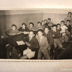 Fotografía antigua: VALENCIA. FOTOGRAFÍA AQUELLAS LEJANAS ESCUELAS DE LOS AÑOS CINCUENTA. A UN LADO LOS CHICOS (A.1953). Lote 191332845