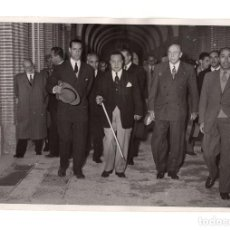 Fotografía antigua: MADRID.- PRESIDENTE QUININO.(FILIPINAS). VISITA AL VALLE DE LOS CAIDOS. 1951. FOTO CIFRA.. Lote 191594313